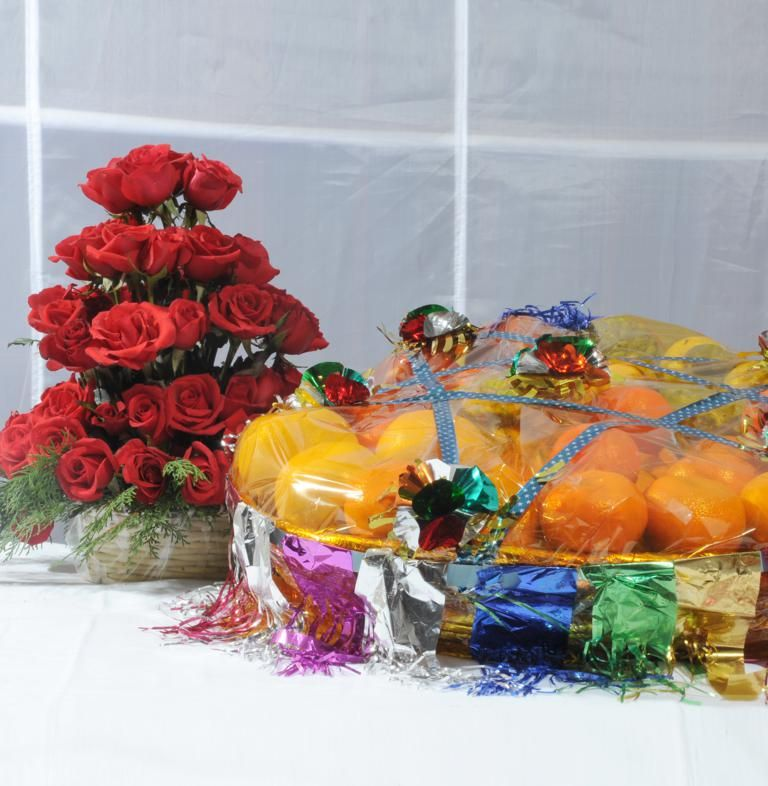 Red Roses Basket with Mix Fruits