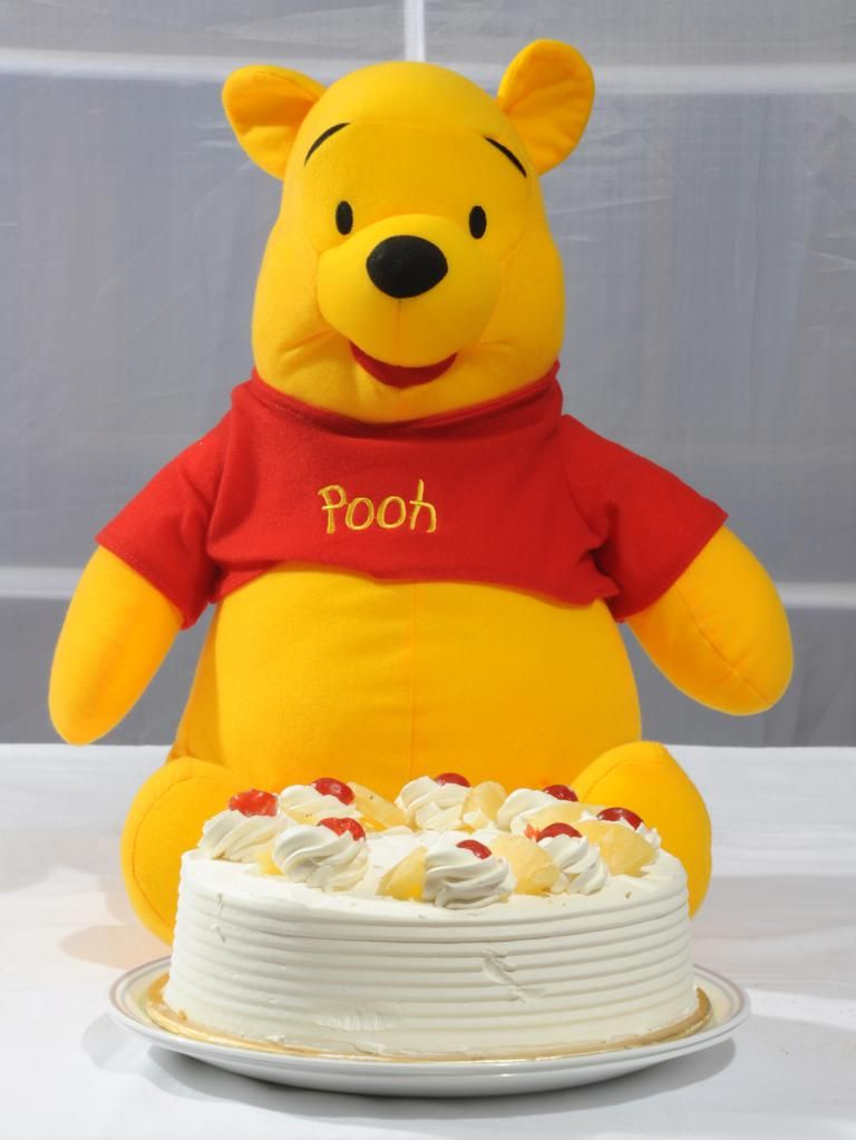Pooh with Pineapple Cake