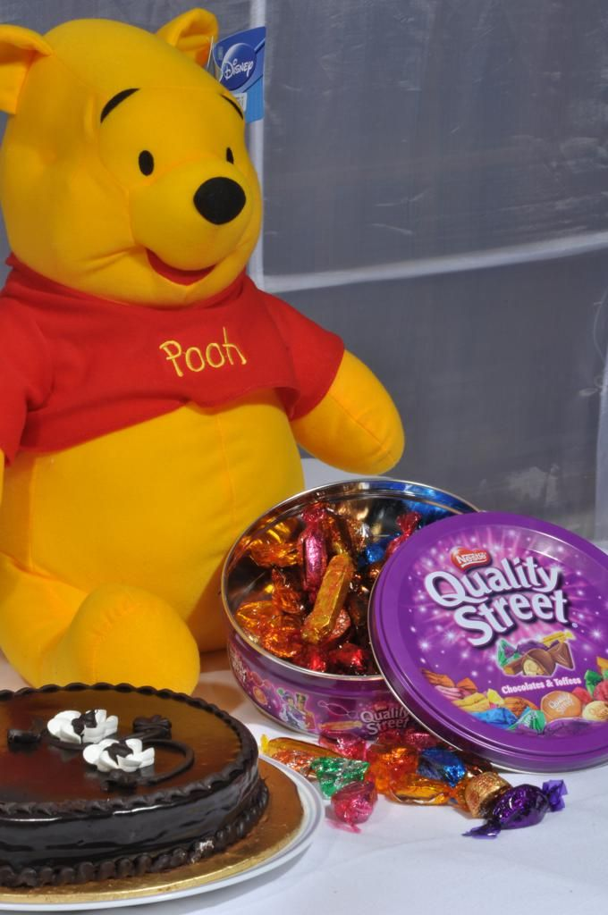 Pooh with Chocolate and Cake