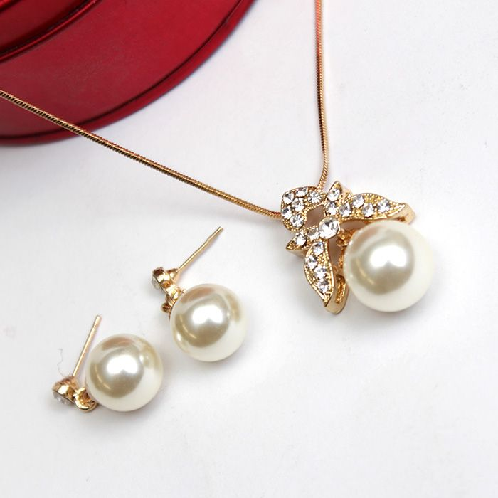 White & Golden Pearl Necklace Set
