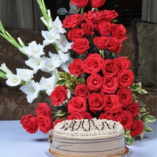 Coffee Crunch Cake With Rose